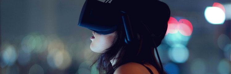 Person mit VR Brille